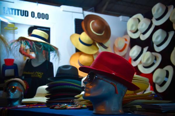 """Reconocidos como uno de los complementos más finos del mundo, alcanzaron popularidad cuando en 1906 se convirtieran en """"El sombrero de Panamá"""" durante la visita al famoso canal en construcción del presidente Theodore Roosevelt, cuya fotografía usando uno de estos ejemplares le dio la vuelta al mundo. ACN FOTO/Juan Pablo CARRERAS"""