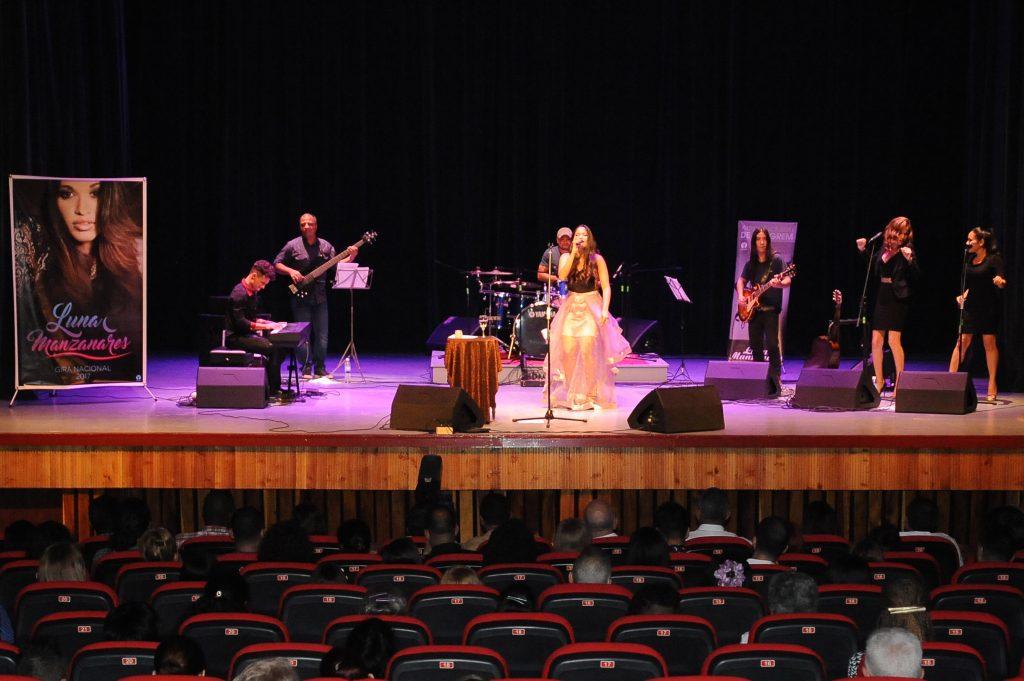 Concierto de Luna Manzanares en Holguín durante Día de la Cultura cubana.Foto: Carlos Rafael